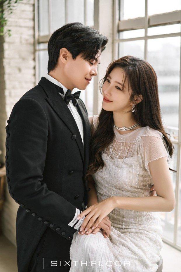 """Ngây ngất ảnh cưới của cặp đôi hot nhất Penthouse: """"Bà cả"""" Lee Ji Ah đẹp nao lòng, tình tứ đến lịm tim với """"Logan Lee"""" - Ảnh 3."""