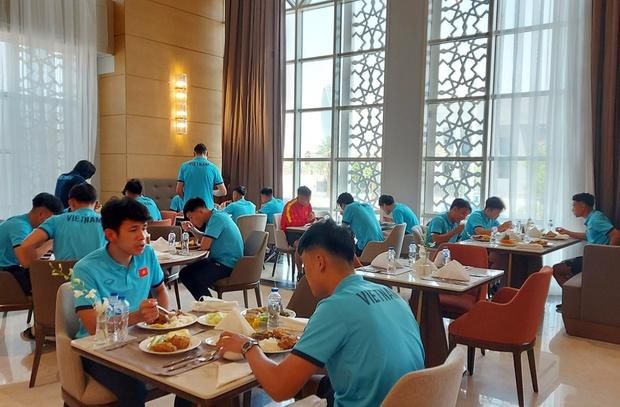 Khách sạn tuyển Việt Nam đóng quân ở Saudi Arabia: 4 sao sang trọng, phải đặt trước 3 tuần mới có chỗ - Ảnh 9.