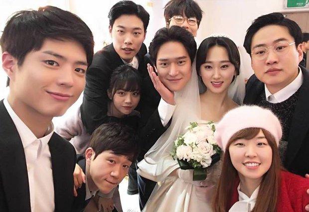 Loạt cảnh không lên sóng của Duk Sun - Jung Hwan (Reply 1988) bị đào lại, tình tứ thế này yêu nhau là đúng rồi - Ảnh 12.
