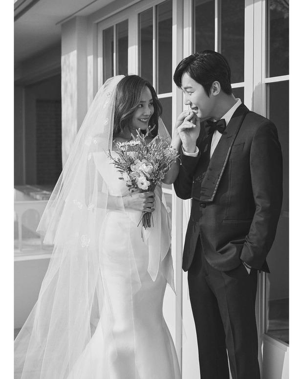 Dàn sao chụp ảnh cưới Penthouse 3 mùa cũng gây bão: Lee Ji Ah - Logan và cặp của Eugene đẹp xỉu, đỉnh nhất body Kim So Yeon - Ảnh 17.