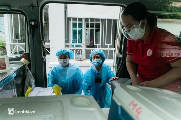 Người Sài Gòn rủ nhau đi hiến máu trước tình trạng kho máu ở BV Chợ Rẫy cạn kiệt - Ảnh 15.