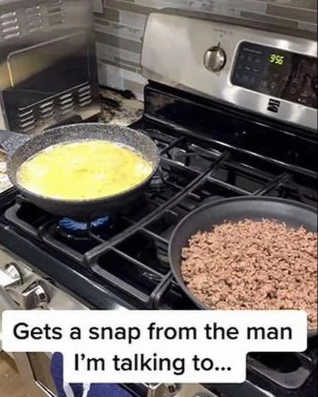"""Bạn trai gửi ảnh nấu ăn khoe đảm đang, cô gái dùng khả năng thám tử thượng thừa nhìn lướt 1 chi tiết là biết mình bị """"cắm sừng"""" - Ảnh 1."""