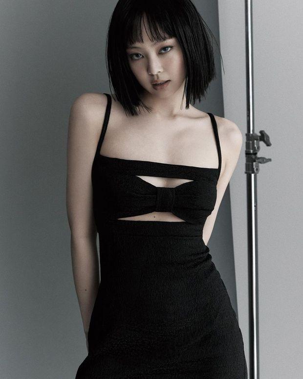 Biết Jennie (BLACKPINK) sexy nhưng ai ngờ hở bạo đến mức này: Lên đồ khoét sâu hoắm, cắt xẻ hiểm hóc phô trọn vòng 1 nức nở - Ảnh 6.