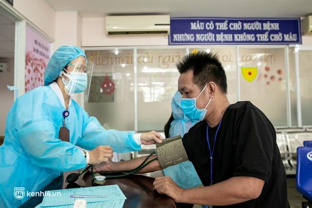 Người Sài Gòn rủ nhau đi hiến máu trước tình trạng kho máu ở BV Chợ Rẫy cạn kiệt - Ảnh 6.