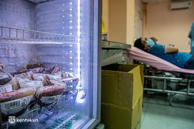 Người Sài Gòn rủ nhau đi hiến máu trước tình trạng kho máu ở BV Chợ Rẫy cạn kiệt - Ảnh 9.