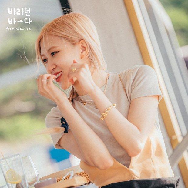Muốn bóc trần nhan sắc Rosé (BLACKPINK) ở hậu trường mà bó tay, đắt nhất combo tóc vàng bay tôn lên visual đẹp muốn lịm đi - Ảnh 6.