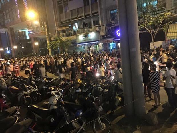 """Đúng ngày này 6 năm trước có trận """"đại náo"""" ở phố đi bộ Nguyễn Huệ, huyền thoại ảnh chế của Linda từ đây mà ra! - Ảnh 6."""