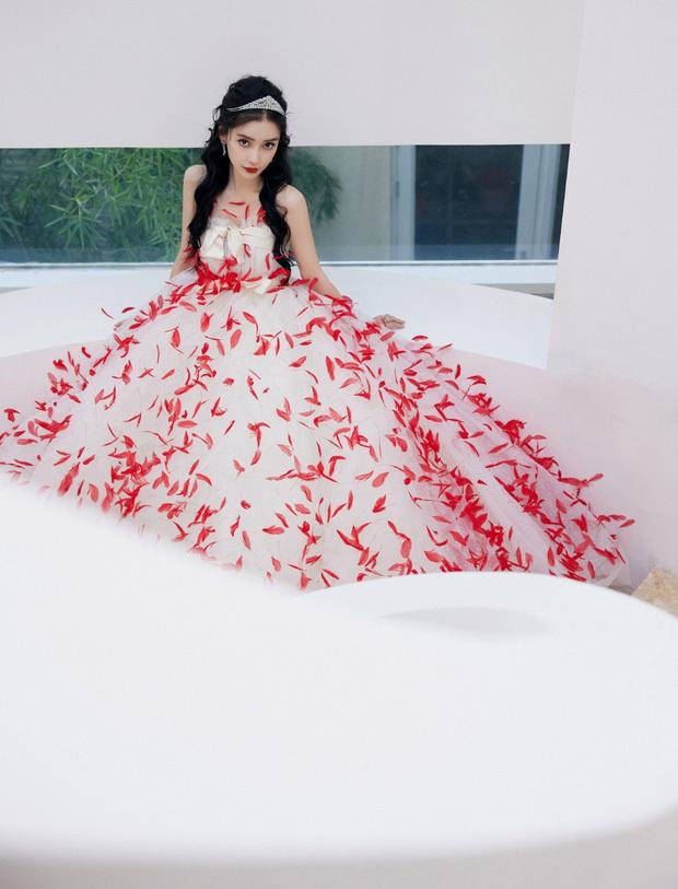 Những nàng công chúa đẹp kinh diễm nhất Cbiz: Angela Baby - Dương Mịch đẹp nghẹt thở, vẫn bị Nhiệt Ba diễm lệ đè bẹp - Ảnh 6.