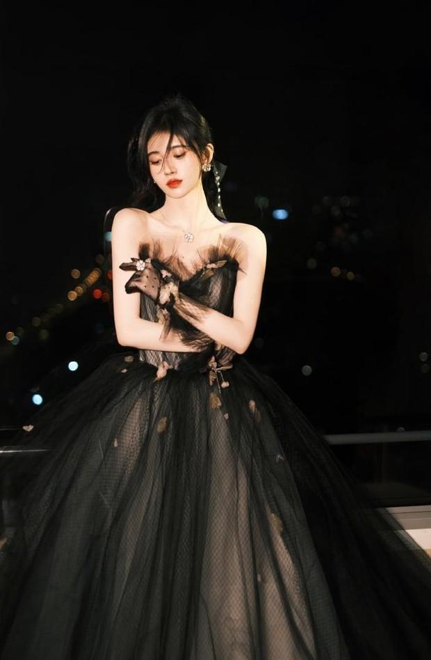 Những nàng công chúa đẹp kinh diễm nhất Cbiz: Angela Baby - Dương Mịch đẹp nghẹt thở, vẫn bị Nhiệt Ba diễm lệ đè bẹp - Ảnh 35.