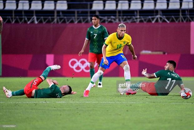 Hủy diệt Mexico trên chấm luân lưu cân não, Brazil vào chung kết Olympic 2020 - Ảnh 4.