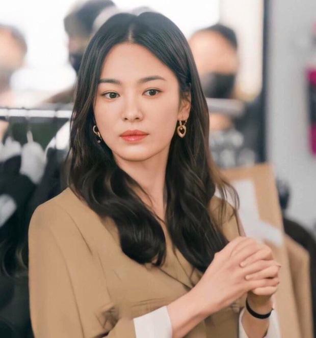 Sẽ như thế nào nếu Song Hye Kyo trở về thời xì-tin dâu như 20 năm trước? - Ảnh 1.