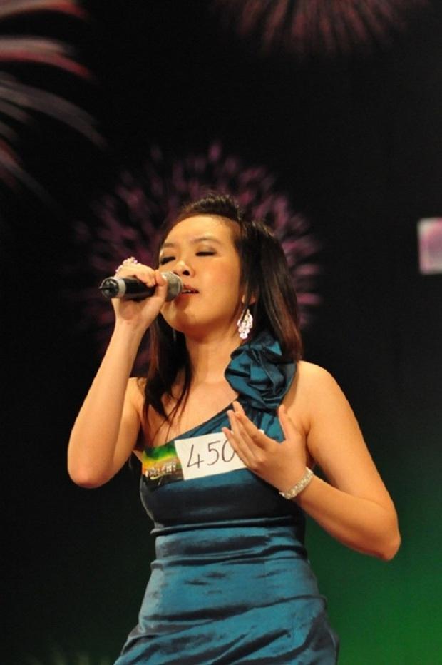 Ồn ào chấn động Vietnams Got Talent: Mẹ con cô bé hát 6 thứ tiếng lên tiếng kêu oan, viết thư cầu cứu vì bị ném đá! - Ảnh 1.