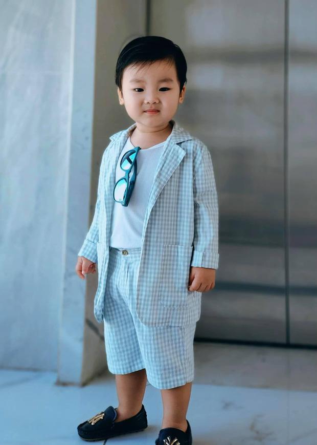 Đang say mê đồ chơi, con trai Hoà Minzy có phản ứng gây chú ý khi nghe tiếng mẹ gọi, dõi theo clip mà cõi mạng lụi tim - Ảnh 8.