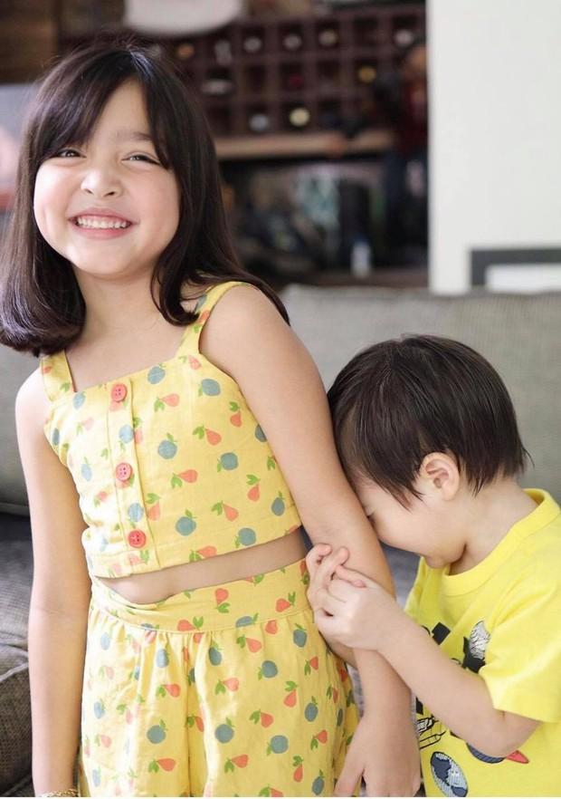 Mỹ nhân đẹp nhất Philippines khoe ảnh đôi long phượng cực phẩm, cậu em đẹp long lanh không át nổi cô chị xinh như thiên thần - Ảnh 4.