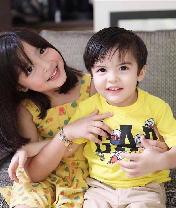 Mỹ nhân đẹp nhất Philippines khoe ảnh đôi long phượng cực phẩm, cậu em đẹp long lanh không át nổi cô chị xinh như thiên thần - Ảnh 2.