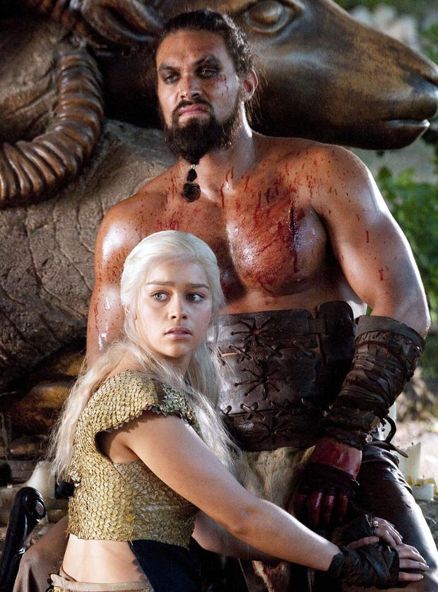 Nam thần Game of Thrones bị chất vấn vì cảnh hiếp dâm gây sốc năm nào, có động thái phản pháo ngay lập tức trước câu hỏi vô duyên - Ảnh 1.