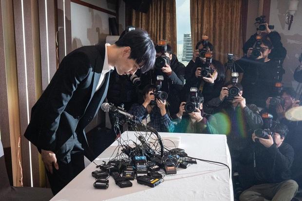 2 nam thần tự vả Ngô Diệc Phàm - Park Yoochun: Kẻ họp báo kêu oan kẻ tuyên bố hùng hồn, ai ngờ đều vào tù vì phốt rúng động - Ảnh 9.