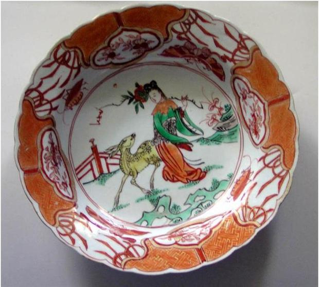 Tiên nữ bê đĩa đào là ai? Truyền thuyết gắn liền với chiếc đĩa sứ cô tiên nhà nào cũng có - Ảnh 5.