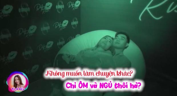 Show hẹn hò Việt khiến khán giả nhức mắt với cảnh âu yếm, hôn nhau đến tuột cả áo trong! - Ảnh 1.