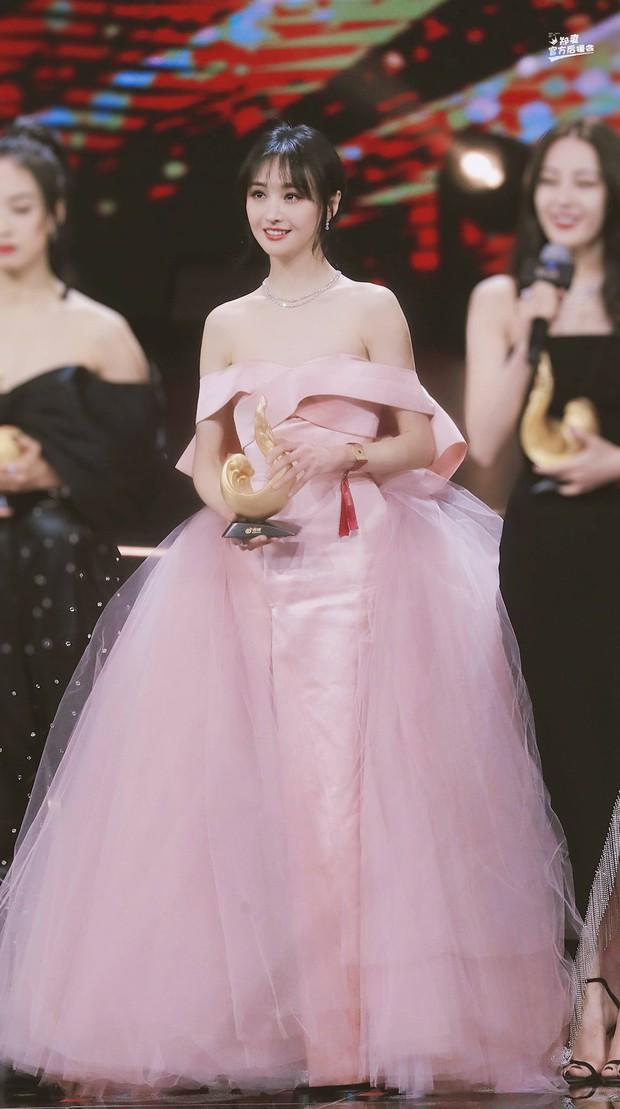Những nàng công chúa đẹp kinh diễm nhất Cbiz: Angela Baby - Dương Mịch đẹp nghẹt thở, vẫn bị Nhiệt Ba diễm lệ đè bẹp - Ảnh 26.