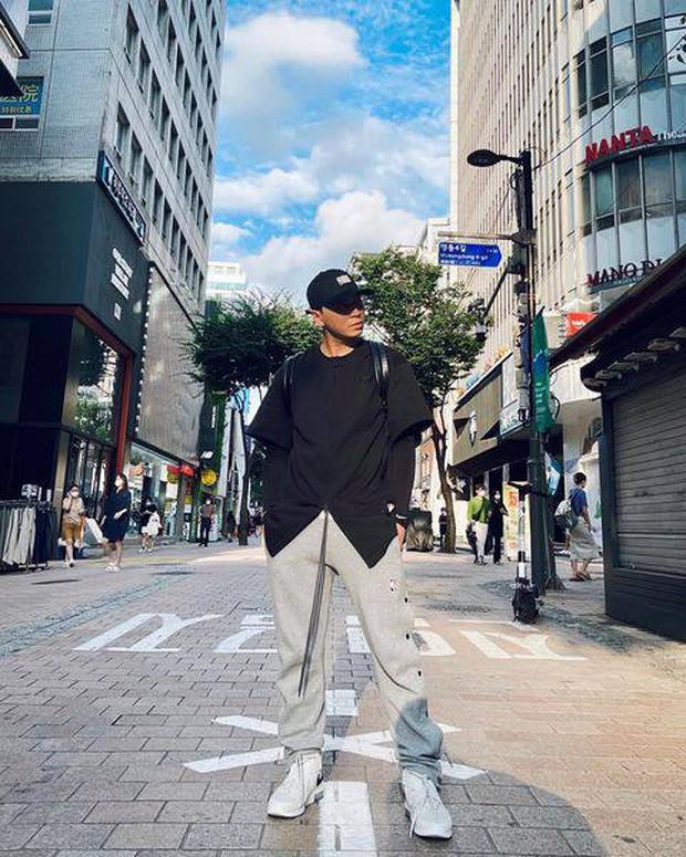 Xả kho loạt ảnh check-in ở Hàn Quốc, Karik được cõi mạng rần rần gọi bằng chồng vì visual đỉnh - Ảnh 3.