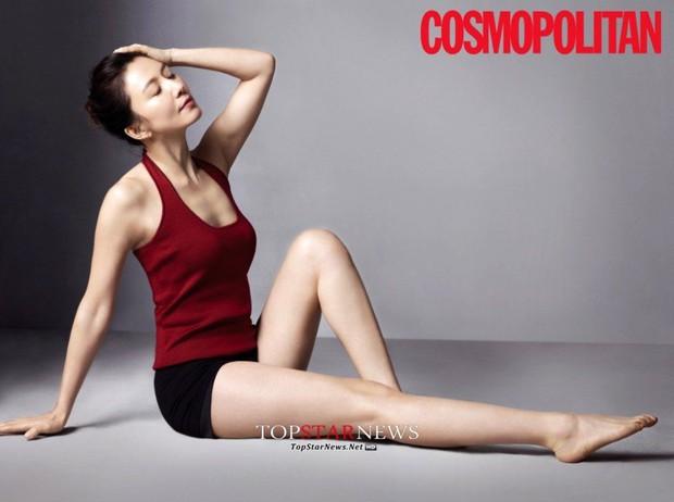 Bà cả Thế Giới Hôn Nhân Kim Hee Ae đã U55 mà sở hữu body cực phẩm, chẳng ngại đóng cảnh nóng với trai trẻ nhờ bí kíp này  - Ảnh 11.