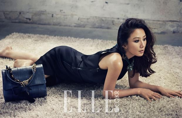Bà cả Thế Giới Hôn Nhân Kim Hee Ae đã U55 mà sở hữu body cực phẩm, chẳng ngại đóng cảnh nóng với trai trẻ nhờ bí kíp này  - Ảnh 5.