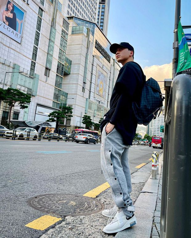 Xả kho loạt ảnh check-in ở Hàn Quốc, Karik được cõi mạng rần rần gọi bằng chồng vì visual đỉnh - Ảnh 4.