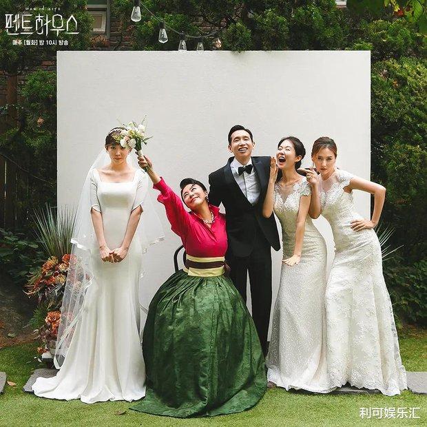 Dàn sao chụp ảnh cưới Penthouse 3 mùa cũng gây bão: Lee Ji Ah - Logan và cặp của Eugene đẹp xỉu, đỉnh nhất body Kim So Yeon - Ảnh 21.