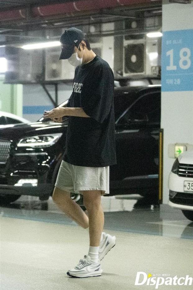 Ngắm lại giao diện Lee Min Ho những lần bị tóm sống đi hẹn hò: Che mặt kín bưng vẫn đẹp lồng lộng, áo trắng - quần đen cũng đủ gây rụng trứng - Ảnh 10.