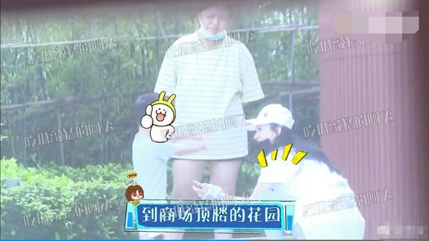Triệu Lệ Dĩnh lần đầu lộ ảnh đưa con trai đi chơi riêng hậu ly hôn, vóc dáng phổng phao của quý tử 2 tuổi thành tâm điểm - Ảnh 8.
