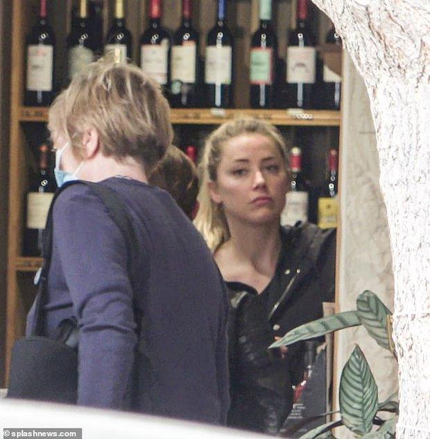 Amber Heard (Aquaman) tái xuất sau khi bị chồng cũ kiện hơn 1 nghìn tỷ đồng: Nhan sắc tuột dốc nhưng mua hẳn 2 thùng rượu để ăn mừng hay gì - Ảnh 5.