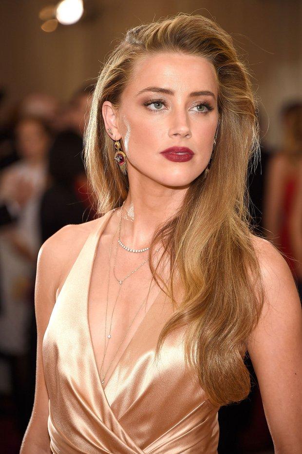 Amber Heard (Aquaman) tái xuất sau khi bị chồng cũ kiện hơn 1 nghìn tỷ đồng: Nhan sắc tuột dốc nhưng mua hẳn 2 thùng rượu để ăn mừng hay gì - Ảnh 13.