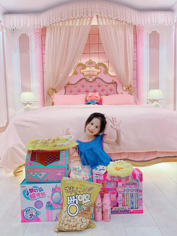 Phòng ngủ của con nhà giàu có gì: Rộng thênh thang, người bê cả toà lâu đài vào trong, người trưng đồ hiệu nhiều không đếm xuể - Ảnh 22.