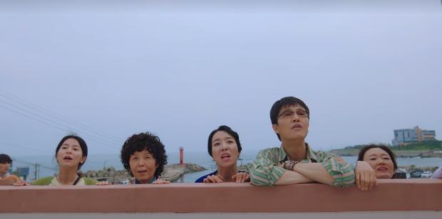 4 hội bà tám láng giềng gây sốt màn ảnh Hàn: Hàng xóm Kim Seon Ho át vía hội Reply 1988 về độ nhiều chuyện luôn - Ảnh 4.
