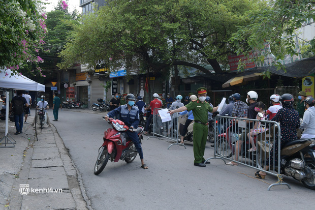 Hà Nội: Nhiều người bị yêu cầu quay xe vì không có lịch trực - Ảnh 5.