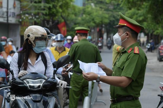 Hà Nội: Nhiều người bị yêu cầu quay xe vì không có lịch trực - Ảnh 2.