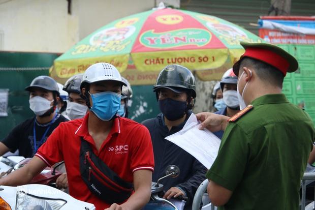 Hà Nội: Nhiều người bị yêu cầu quay xe vì không có lịch trực - Ảnh 14.