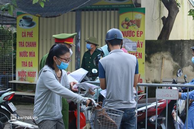 Hà Nội: Nhiều người bị yêu cầu quay xe vì không có lịch trực - Ảnh 8.