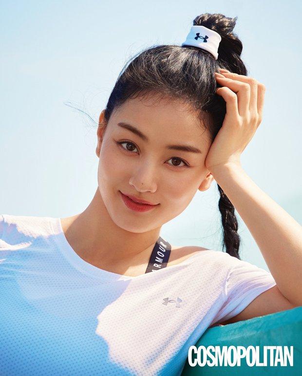 Seohyun đột nhiên bị fan TWICE tố cười nhạo, khinh miệt Jihyo khi ném hình hậu bối xuống đất: Chuyện gì đang xảy ra? - Ảnh 4.