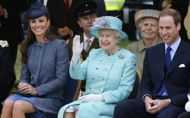 Nhà Meghan chưa hết sốc khi bị coi thường trong khi vợ chồng Công nương Kate được ủng hộ tuyệt đối - Ảnh 1.