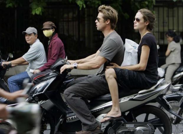 Loạt ảnh Brad - Angelina Jolie thập niên 2000 gây bão mạng: Visual như tranh vẽ, đỉnh nhất hình lái xe máy, đi dép lê ở Việt Nam - Ảnh 5.