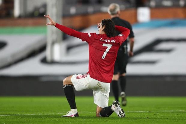 Theo luật, Cavani vẫn không được phép nhường số 7 cho Ronaldo sau khi Daniel James rời đi - Ảnh 1.