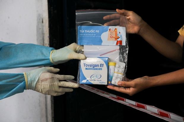 3 túi thuốc phát cho F0 cách ly, điều trị tại nhà ở TP.HCM: Hướng dẫn cách dùng đúng, đặc biệt với gói có thuốc kháng virus - Ảnh 1.