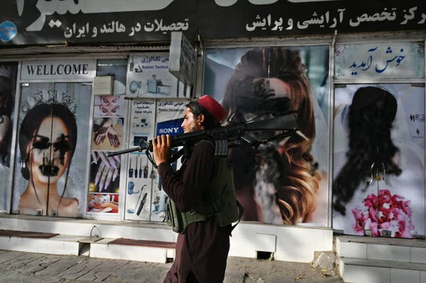 Thật tốt vì Taliban đến để giải quyết đống đàn bà như cô - Lời mạt sát của gã chủ hàng tạp hóa và một ngày làm phụ nữ tại Afghanistan lúc này - Ảnh 1.