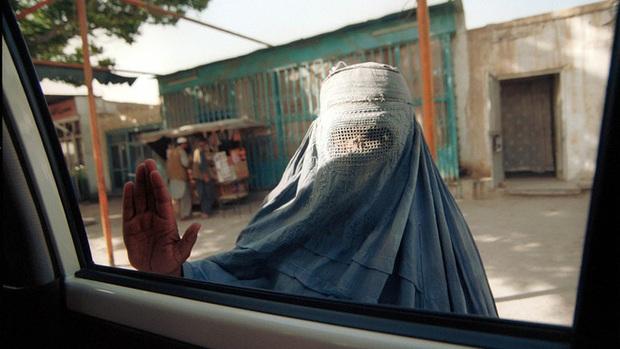Thật tốt vì Taliban đến để giải quyết đống đàn bà như cô - Lời mạt sát của gã chủ hàng tạp hóa và một ngày làm phụ nữ tại Afghanistan lúc này - Ảnh 3.