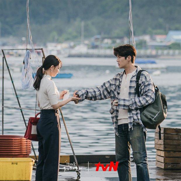 Hometown Cha-Cha-Cha: Kim Seon Ho - Shin Min Ah và một bộ phim khiến người xem hạnh phúc - Ảnh 4.