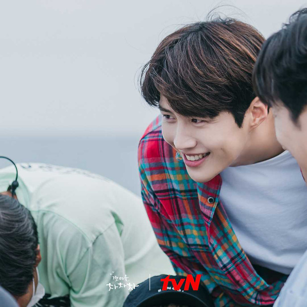 Hometown Cha-Cha-Cha: Kim Seon Ho - Shin Min Ah và một bộ phim khiến người xem hạnh phúc - Ảnh 8.