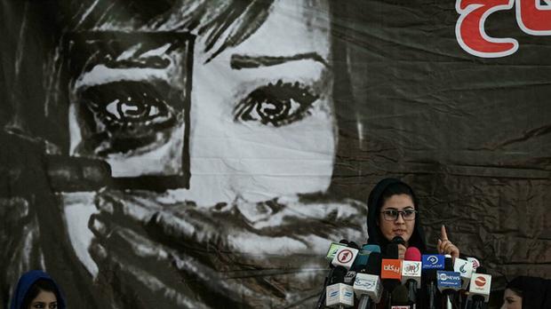 Thật tốt vì Taliban đến để giải quyết đống đàn bà như cô - Lời mạt sát của gã chủ hàng tạp hóa và một ngày làm phụ nữ tại Afghanistan lúc này - Ảnh 5.