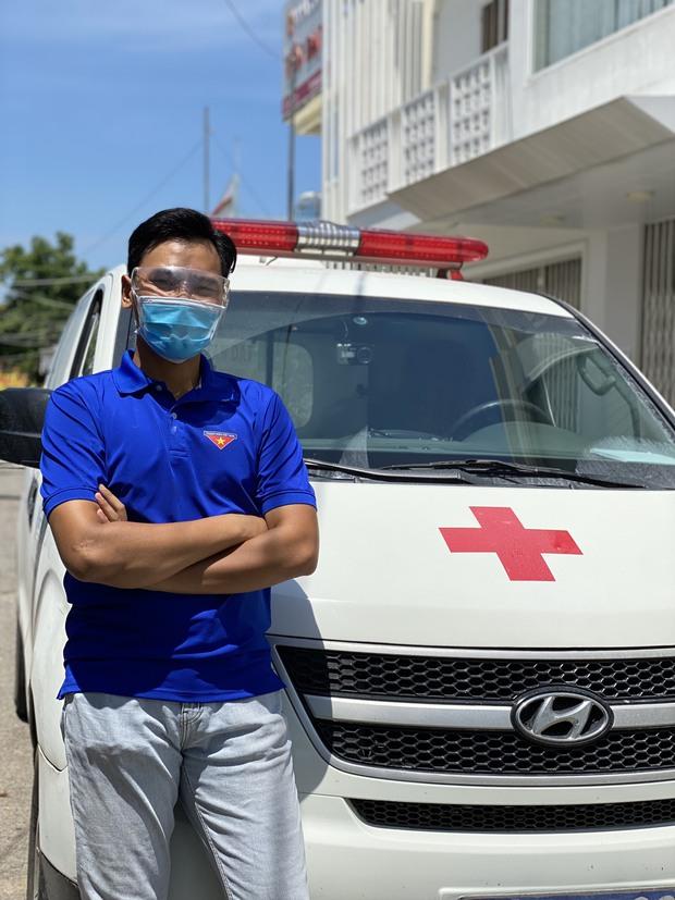 Nam sinh tình nguyện làm tài xế cấp cứu chở F0, có ngày chở cả trăm ca: Lái xe thì dễ nhưng lái xe cấp cứu lại là 1 chuyện khác! - Ảnh 2.